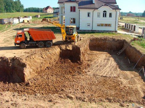 Подготовка к заливке фундамента, очистка от грунта